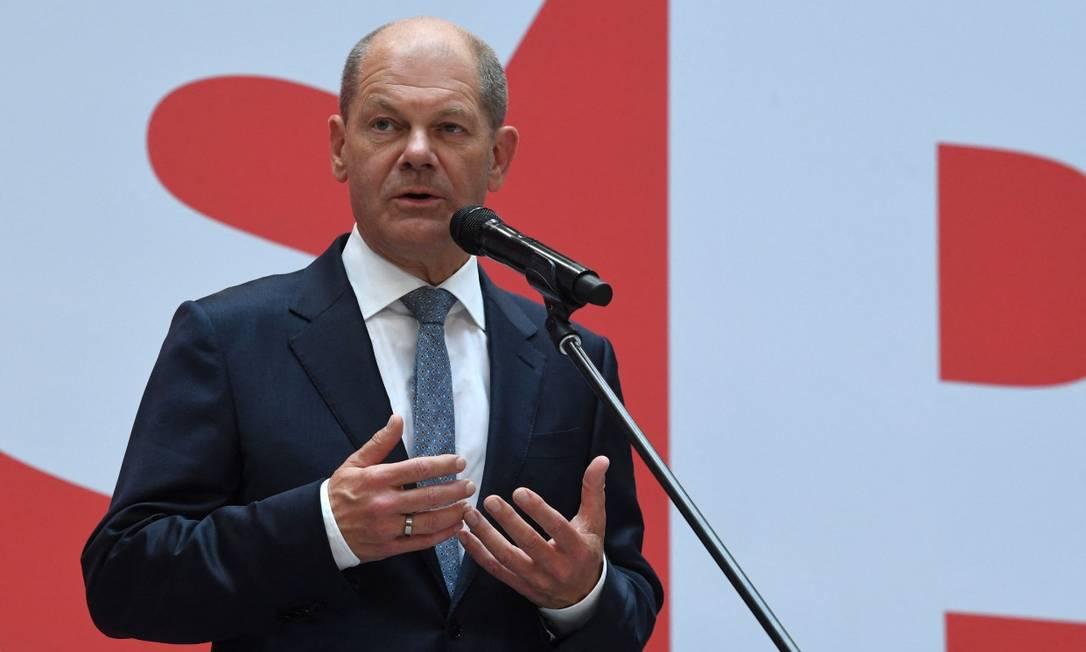 O social-democrata Olaf Scholz, em entrevista coletiva um dia após a eleição que deu a vitória a seu partido Foto: CHRISTOF STACHE / AFP