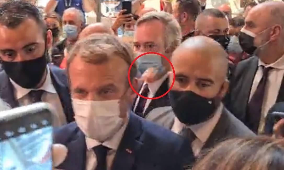 Presidente francês Emmanuel Macron é atingido por ovo Foto: Reprodução