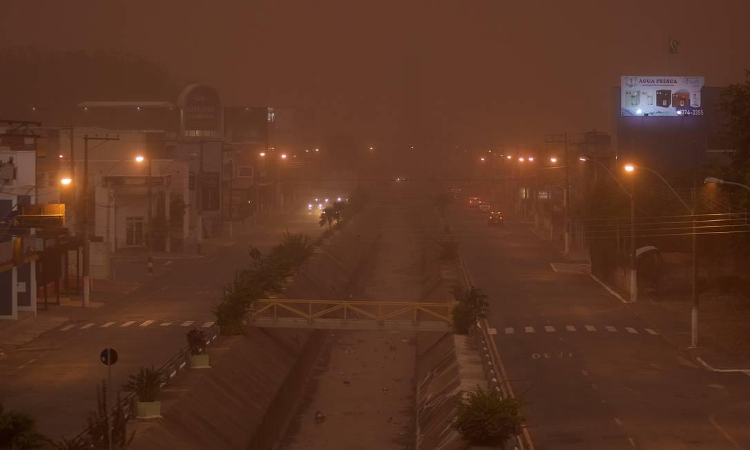 Nuvem de poeira atinge a cidade de Franca, no interior de São Paulo, após longo período de estiagem. Foto: Igor do Vale/Folhapress