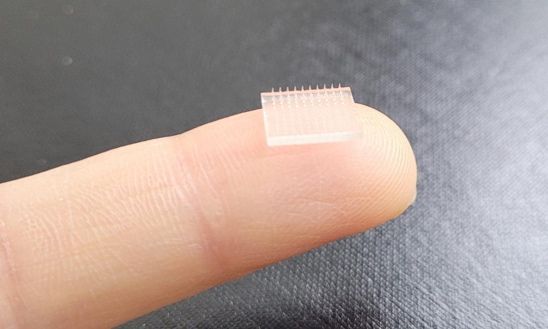 Adesivo quadrado possui 1 cm de lado e ficou em contato com a pele por 24h. Foto: Reprodução/UNC-Chapel Hill