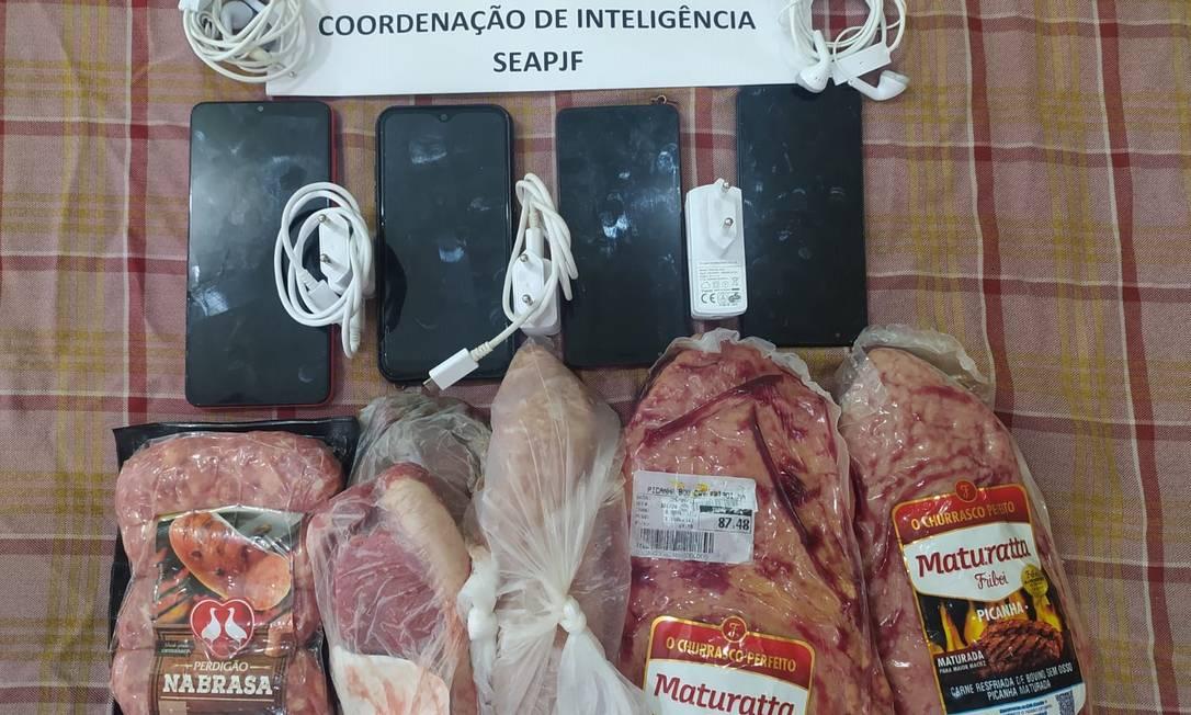 Celulares e carne apreendidos na galeria de Glaidson Acácio Foto: Divulgação / Divulgação Seap