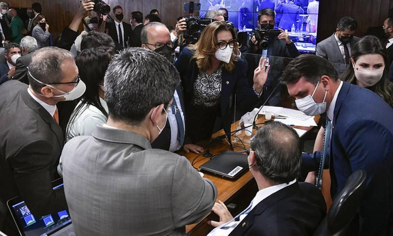 Depoimento de Luciano Hang na CPI da Covid foi interropido várias vezes por bate-boca e discussões Foto: Edilson Rodrigues / Agência Senado