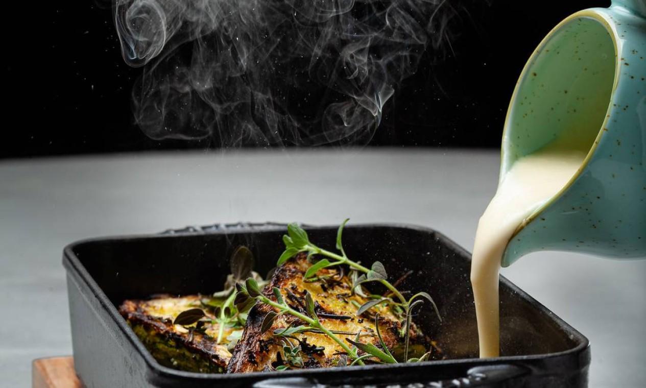 Defumada. A abobrinha grelhada (R$ 60) faz sucesso também entre os não vegetarianos no Marine Restô, o restaurante do Fairmont Copacabana. Telefone: 2525-1232 Foto: Divulgação/Dhani Borges