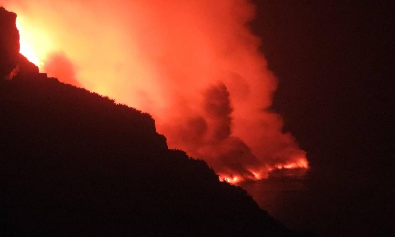 Segundo o programa europeu de satélites Copernicus, a lava destruiu em 10 dias de erupção 656 casas e afetou 744 construções Foto: SUNSETS SWEDEN / AFP
