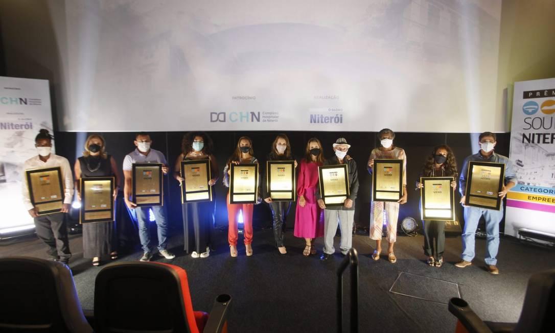 Ganhadores do Prêmio Sou de Niterói foram homenageados em cerimônia no Reserva Cultural que contou com a presença apenas dos vencedores Foto: Marcelo de Jesus