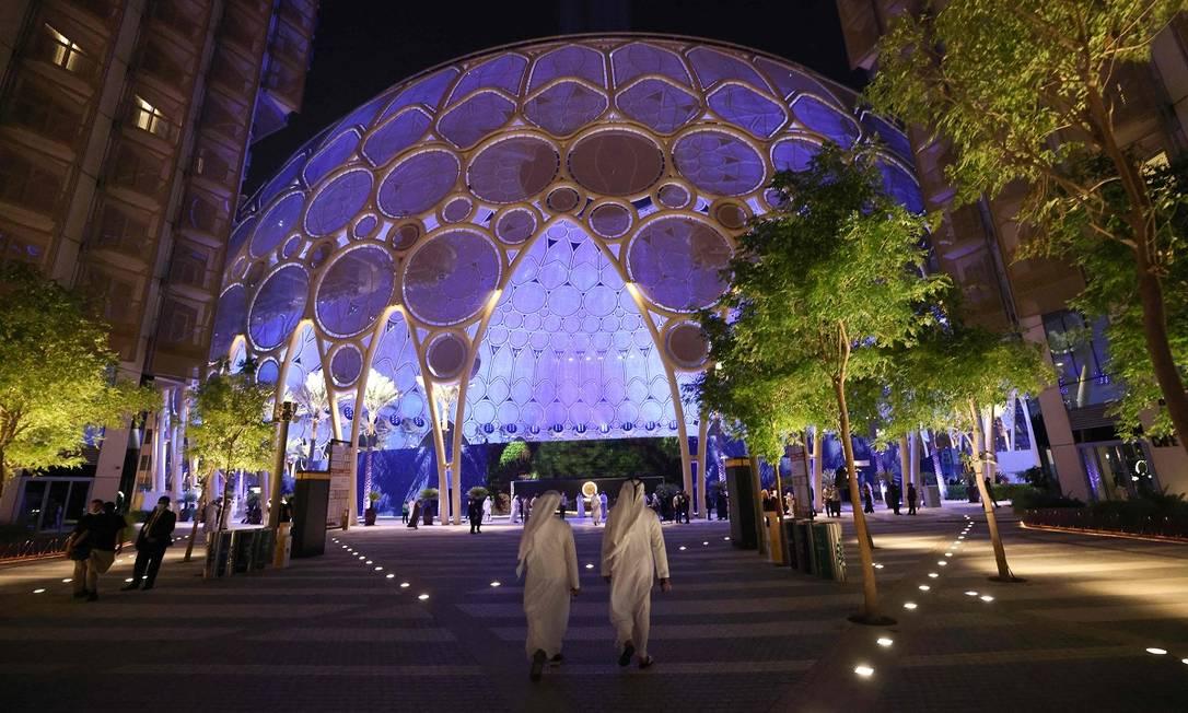 Um dos acessos para a Al Wasl Plaza, a estrutura central da área onde acontece a Expo 2020, em Dubai Foto: GIUSEPPE CACACE / AFP