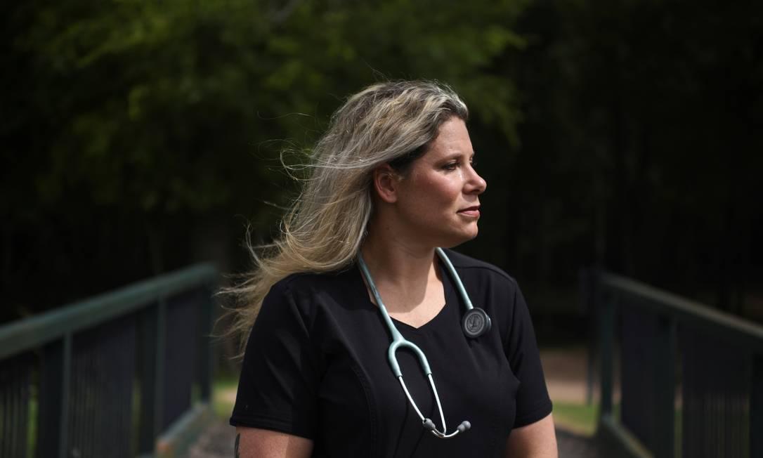 A enfermeira Jennifer Bridges, de 39 anos, que foi demitida de um hospital em Houston, nos EUA, após se recusar a tomar a vacina contra a Covid Foto: Callaghan O'Hare / Reuters