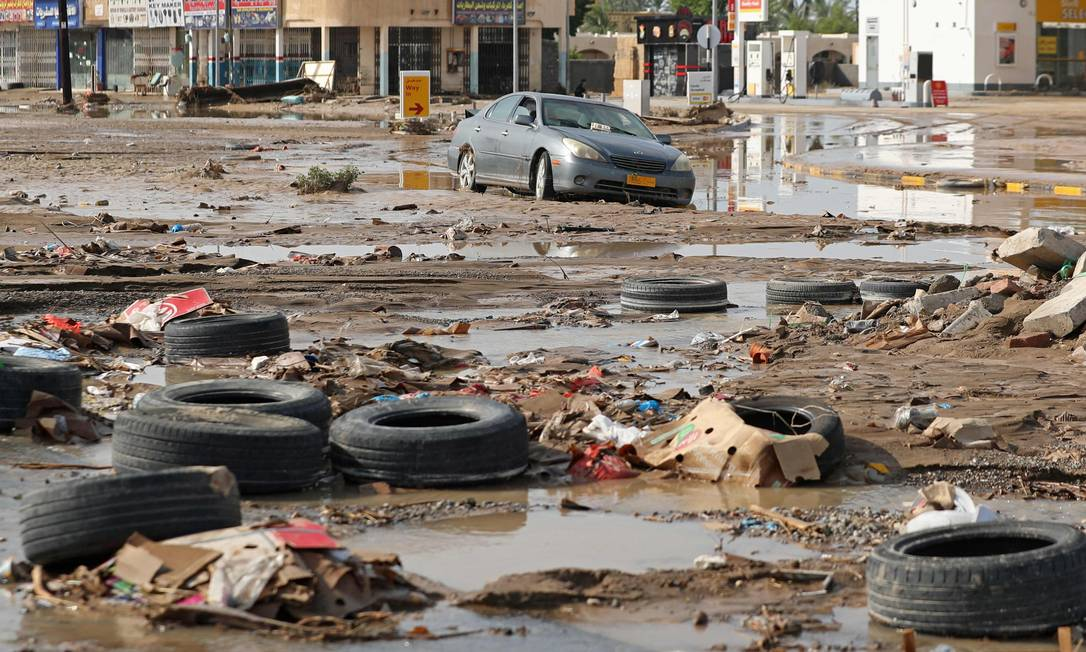 El ciclón tropical Shaheen deja devastada la ciudad de Al-Kabura en la región de al-Badina de Omán, matando al menos a 11 personas, según AFP Foto: Haidam al-Shukairi / AFP