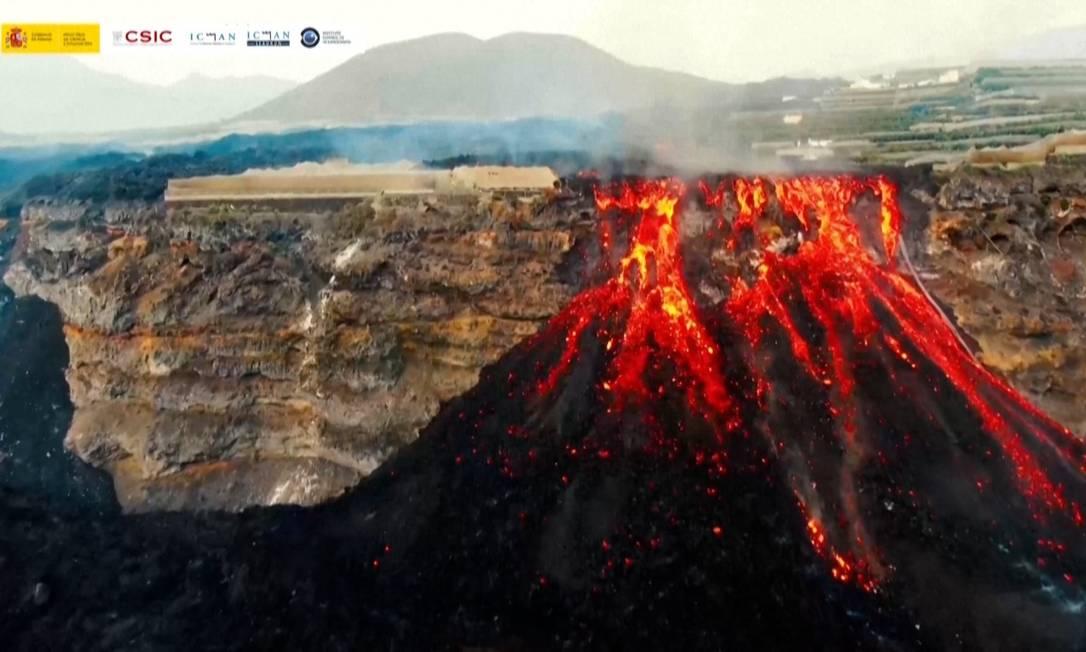 Imagens do Conselho Superior de Investigações Científicas de Espanha mostram 'cachoeira de lava' do vulcão Cumbre Vieja Foto: Divulgação/CSIC