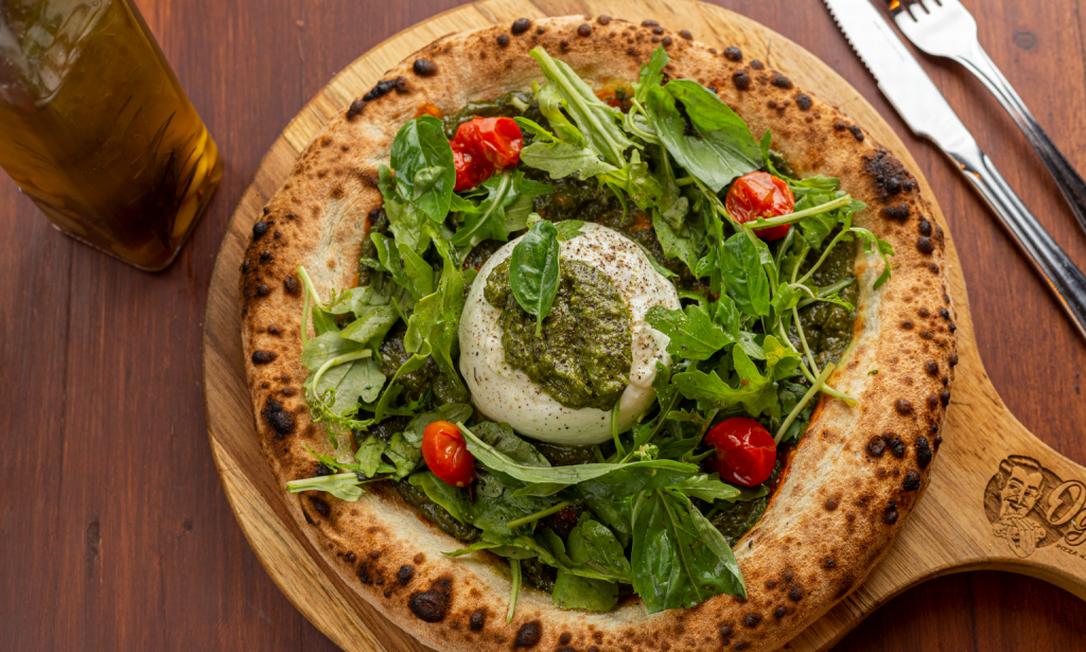 Oggi Pizza Napoletana: uma das sugestões da casa é a receita de burrata, pesto, rúcula e tomatinhos Foto: Divulgação