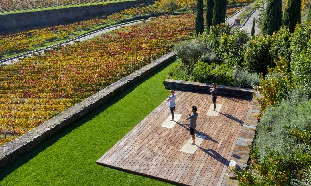 No Norte do país, o hotel Six Senses Douro Valley tem atividades em cenários voltados para os vinhedos: experiências que tiram proveito do enoturismo estão espalhadas por todo o país Foto: John Athimaritis / Divulgação