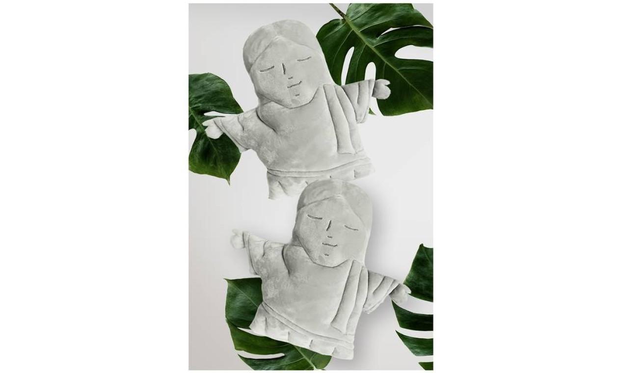 Cristo de pelúcia: batizado de Mimo Redentor, é vendido por R$ 198,90 e fabricado pela empresa Maravilhas do Brasil Foto: Divulgação