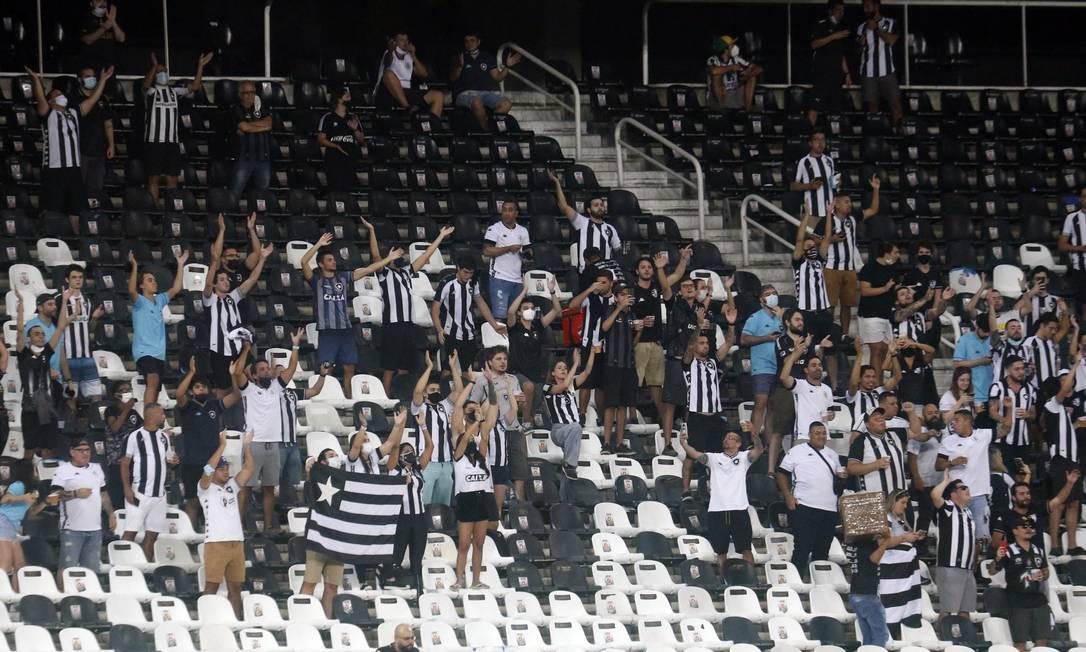 Torcida do Botafogo teve atrito com técnico Enderson Moreira Foto: Vitor Silva