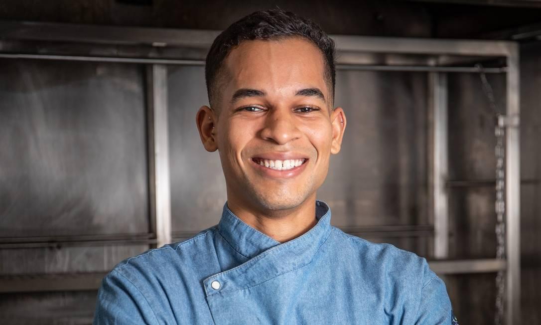O primeiro emprego Renan Leal como chef foi aos 18 anos Foto: Divulgação / Tomás Rangel