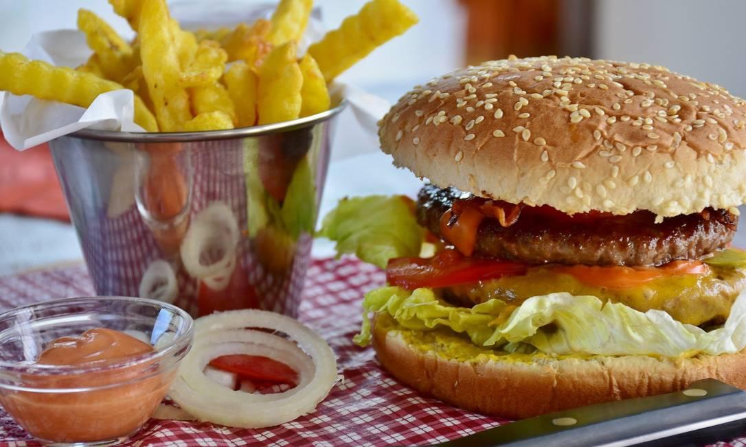 Especialistas dão dicas para como reverter os impactos negativos de anos de má alimentação. Foto: Pixabay