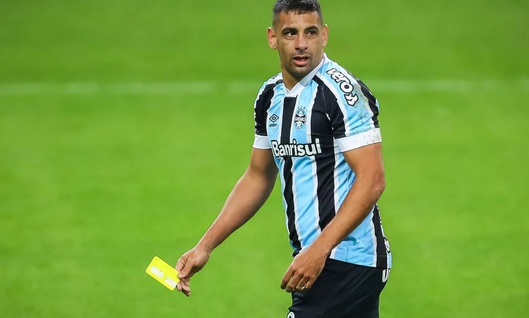 Diego Souza tirou o cartão amarelo da mão do árbitro Foto: Reprodução