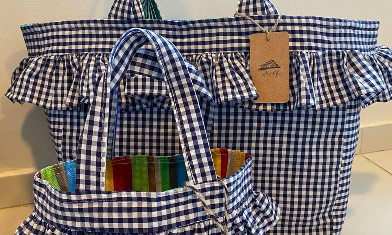 Mökki Atelier. Bolsas feitas à mão e com forro impermeável: R$ 140, a maior; e R$ 85, a infantil (@mokkiatelier) Foto: Divulgação