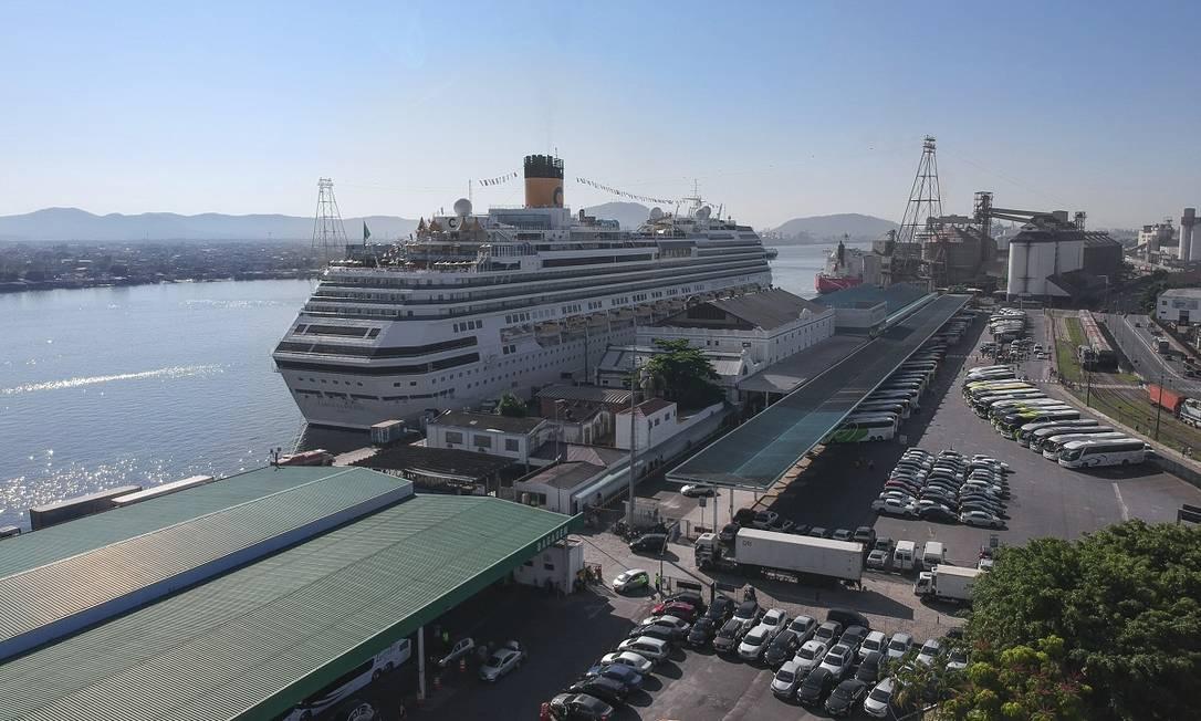 Navio da Costa Cruzeiros atracado no Porto de Santos, no litoral de São Paulo Foto: Concais / Divulgação