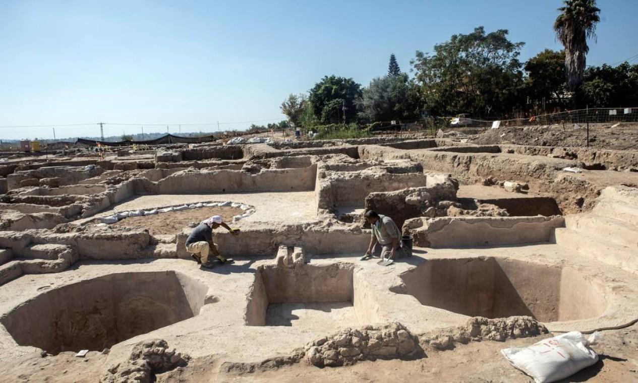 Arqueólogos fizeram descoberta de vinícola na região de Yavne, ao sul de Tel Aviv, em Israel Foto: NIR ELIAS / REUTERS