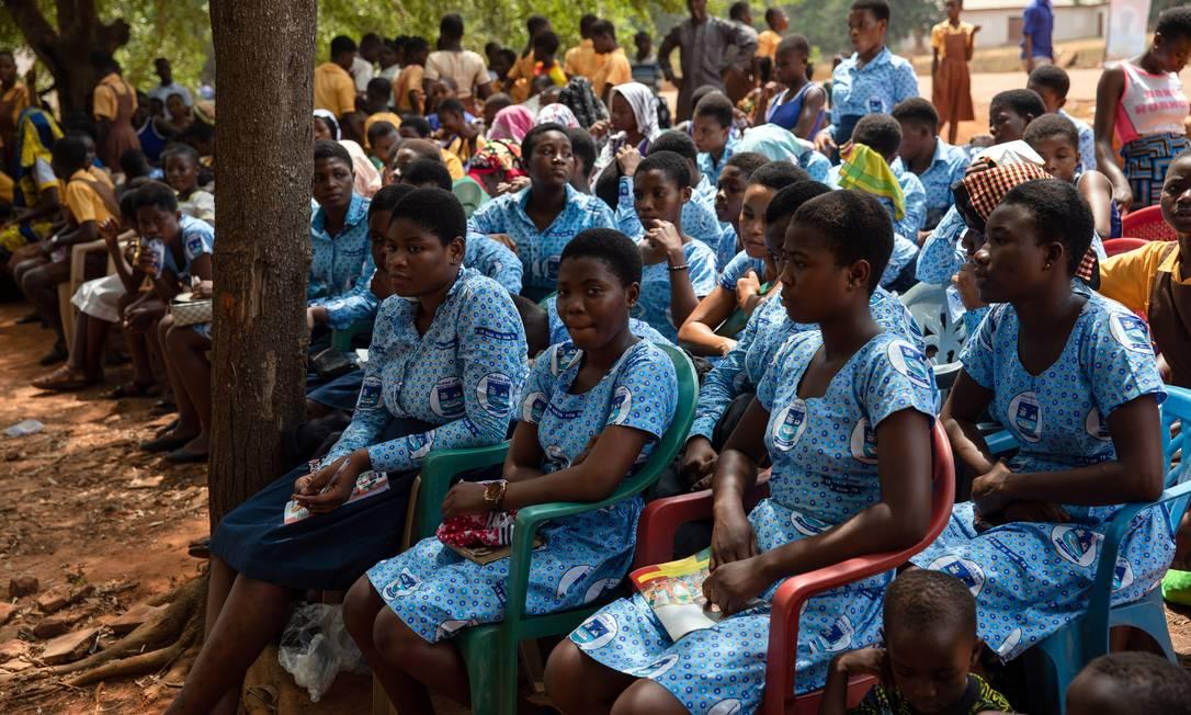 Discussão sobre pobreza menstrual cresce em todo mundo, e governos começam a agir