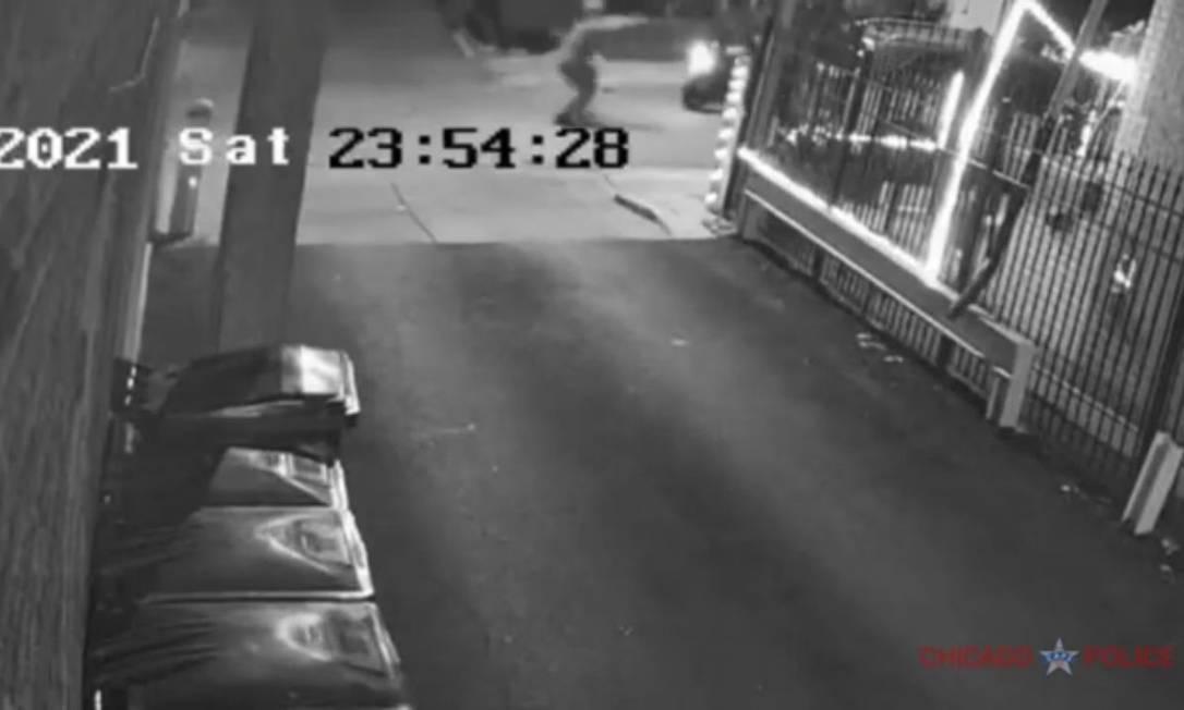 Criminoso atira contra brasileiro baleado na cabeça em Chicago Foto: Reprodução/Polícia de Chicago