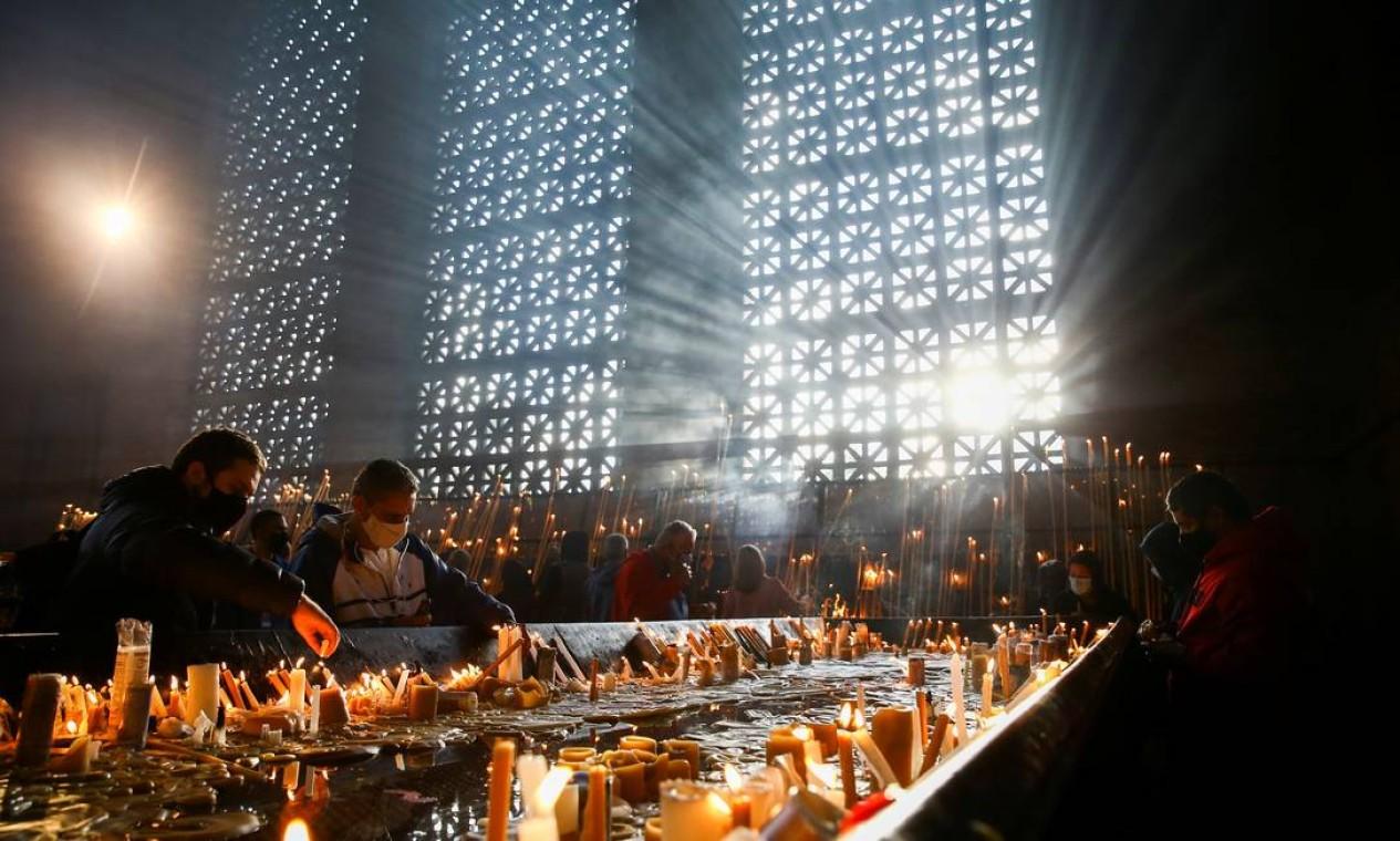 A Capela das Velas é um dos espaços mais visitados da Basília de Nossa Senhora Aparecida. Em 2020, Santuário suspendeu a missa no feriado e as atividades, por causa da pandemia Foto: CARLA CARNIEL / REUTERS