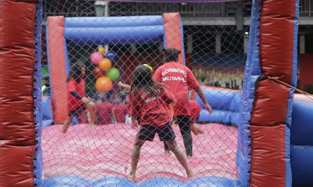 Crianças de projetos sociais participaran de brincadeiras e ganharam presentes Foto: Domingos Peixoto / Domingos Peixoto