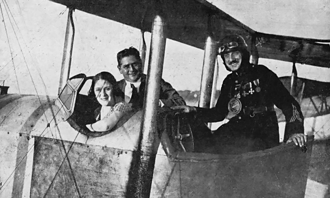 Henrique Lage e o capitão Lafay no avião Independência, em 1920; empresário foi pioneiro ao ver potencial comercial dos aviões Foto: Acervo Fon Fon / Fundação Biblioteca Nacional