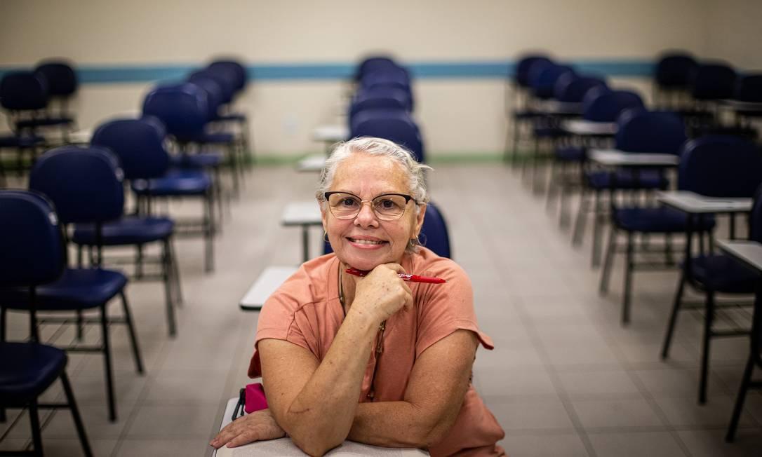 Após o divórcio e a criação dos filhos, Elisabete Logatto pôde realizar o sonho de fazer faculdade Foto: Hermes de Paula / Agência O Globo