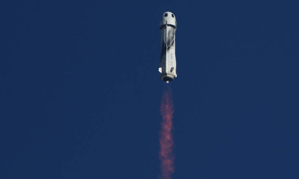 São aproximadamente quatro minutos de ausência de gravidade no espaço Foto: PATRICK T. FALLON / AFP