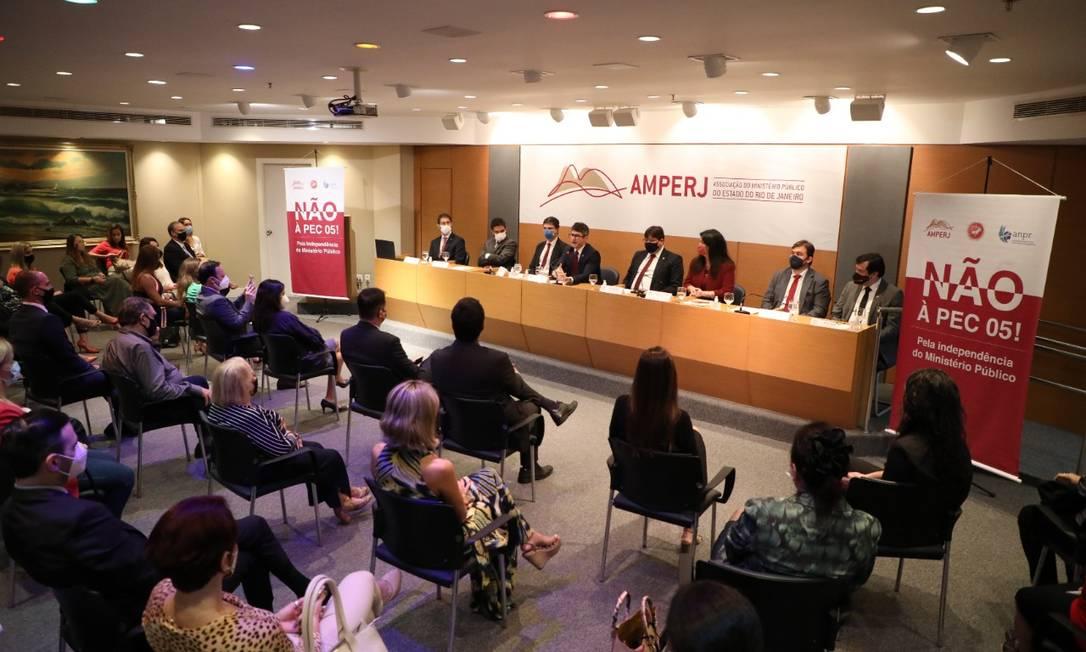 Promotores e procuradores se reuniram na sede da Amperj na manhã desta quarta-feira Foto: Pablo Costa/Divulgaçãi