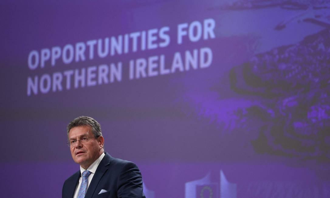 Vice-presidente da Comissão Europeia, Maros Sefcovic, responsável pelas negociações com o Reino Unido, em apresentação de pacote referente ao Protocolo da Irlanda do Norte Foto: ARIS OIKONOMOU / AFP
