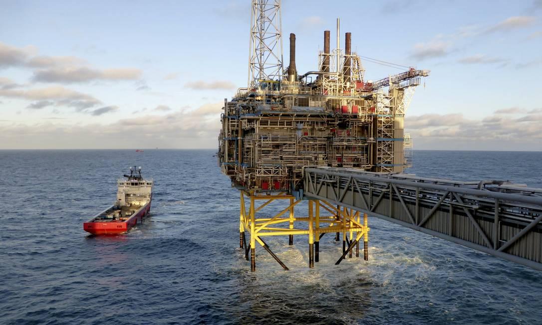 Plataforma de processamento de gás e óleo da Empresa Statoil é vista próximo a Stavanger, Noruega Foto: Nerijus Adomaitis / REUTERS/11-02-2016