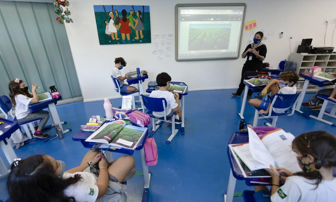 Sala de aula com lotação reduzida em colégio no Itanhangá. Foto: Leo Martins/Agência O Globo/21-06-2021