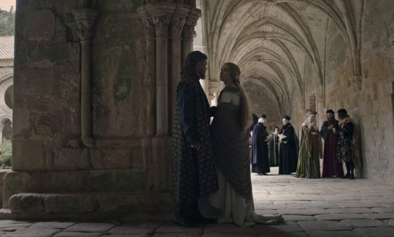 Matt Damon e Jodie Comer, marido e mulher, em cena em torno de conflito jurídico Foto: Divulgação