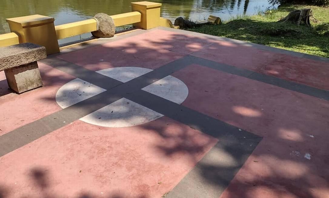 Piso de área de parque em Porto Alegre é semelhante a uma suástica Foto: Reprodução