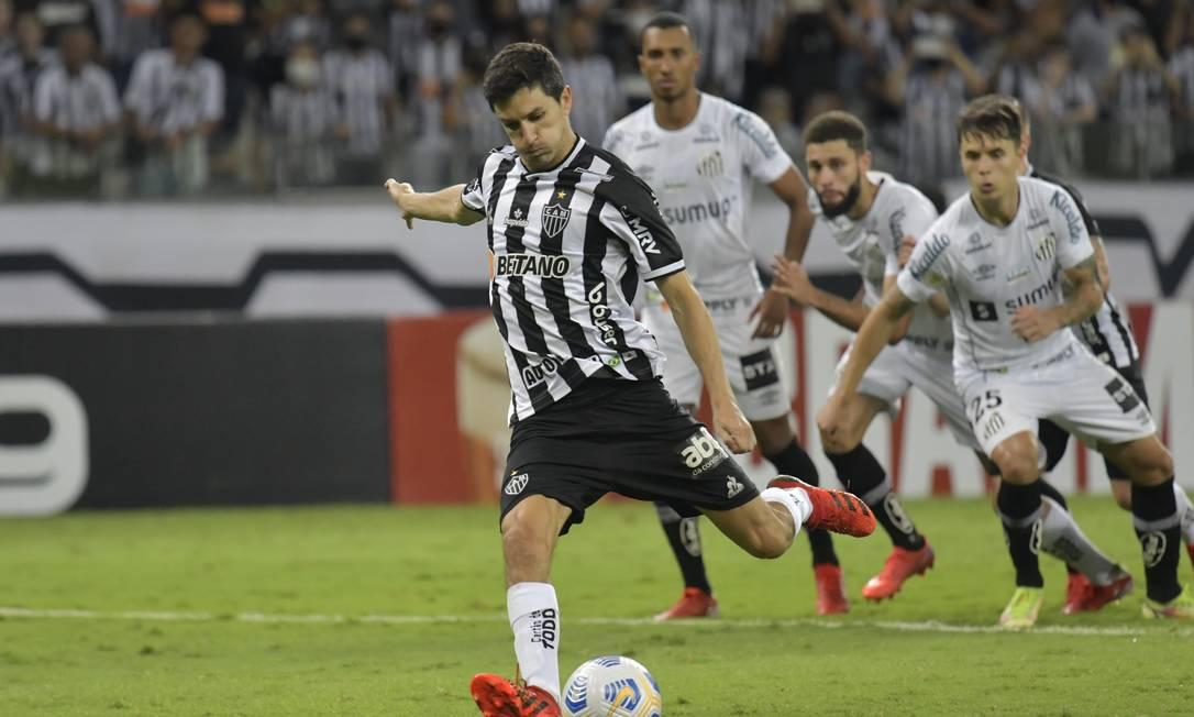 Nacho Fernández marcou dois gols e deu o passe para outro na vitória do Atlético-MG Foto: WASHINGTON ALVES / REUTERS