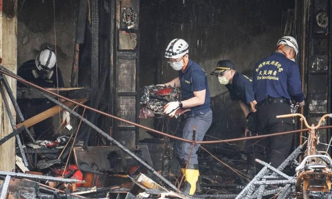 """Bombeiros descreveram o incêndio como """"extremamente violento"""" Foto: STR / AFP"""