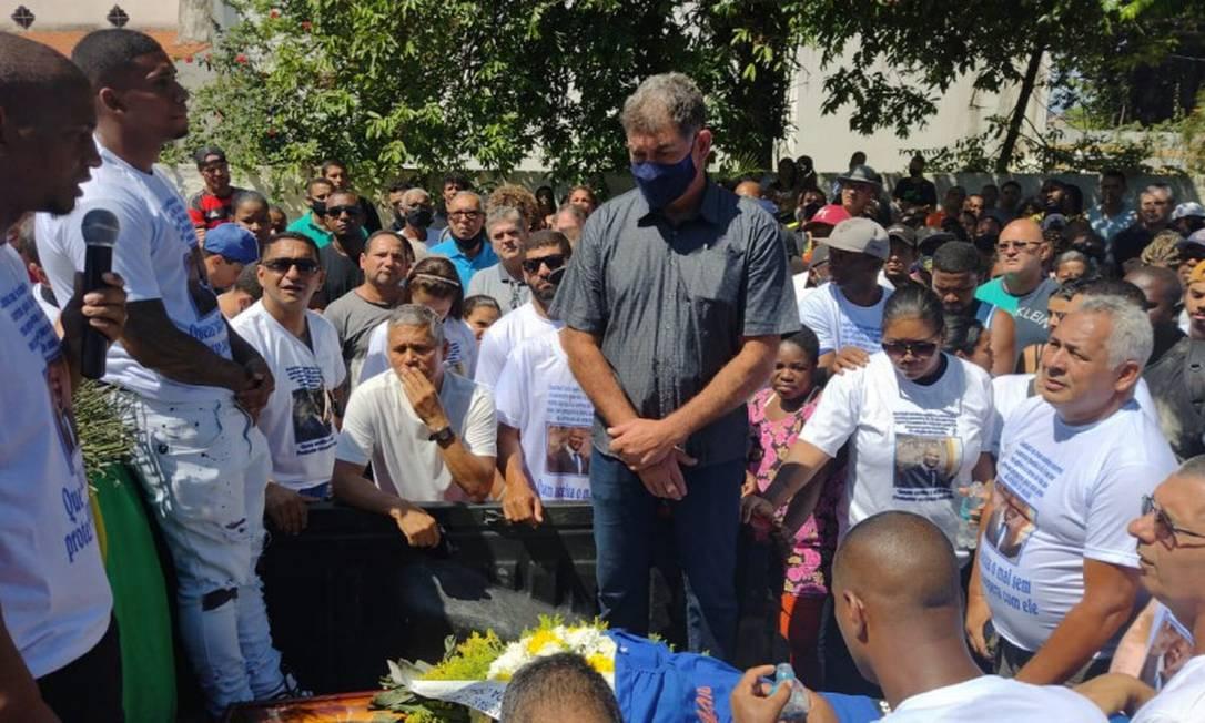 O corpo do vereador Sandro do Sindicato é velado em Duque de Caxias Foto: Gabriel de Paiva / Agência O Globo