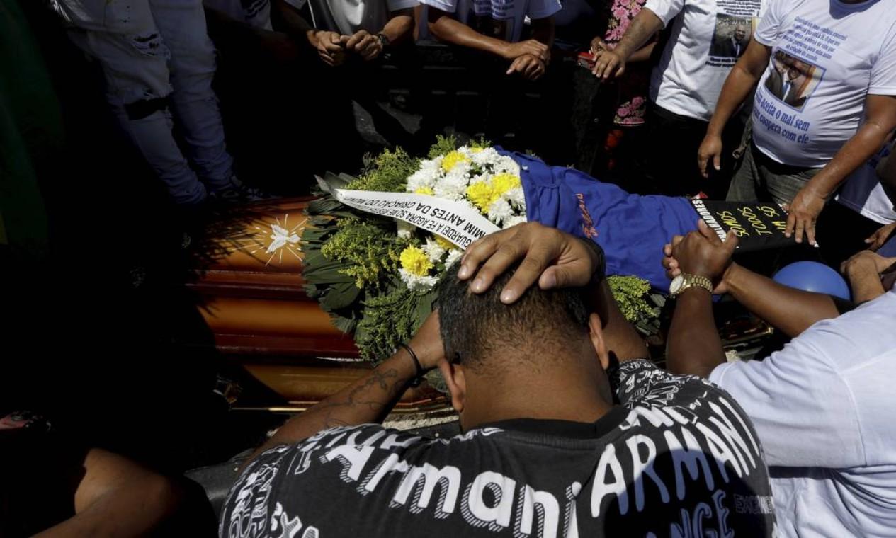 Sandro do Sindicato foi morto a tiros em Duque de Caxias, onde era vereador. Ele é o terceiro político assassinado no município este ano Foto: Gabriel de Paiva / Agência O Globo
