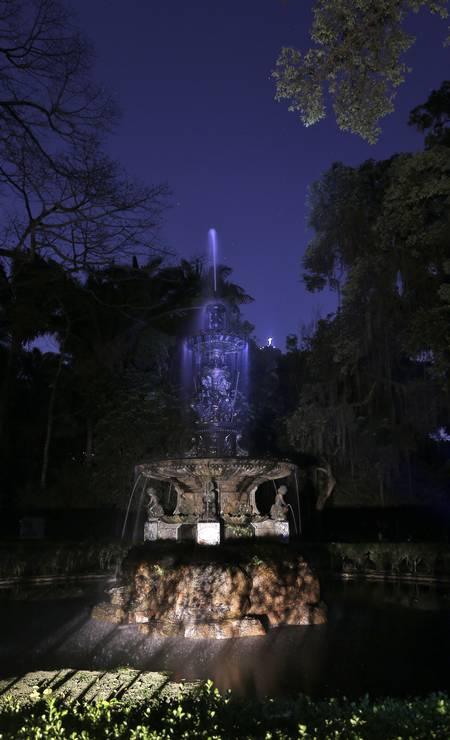 Chafariz das Musas e Cristo Redentor ao fundo Foto: Fabio Rossi / Agência O Globo