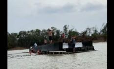 Barco com pescadores afunda no Rio Paraguai Foto: Reprodução