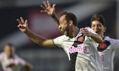 Nenê comemora seu gol na vitória do Vasco em São Januário Foto: Zimel / Agência O Globo
