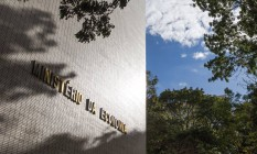 A decisão do governo de contornar o teto de gastos para criar o Auxílio Brasil levou à demissão de parte da equipe de Paulo Guedes Foto: Hoana Gonçalves / Agência O Globo