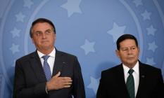 Bolsonaro e Mourão: julgamento das ações que pedem a cassação da chapa será usado pelo TSE para firmar posição contra disparos em massa Foto: Pablo Jacob / Agência O Globo