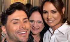 Agustin Fernandez ao lado de Damares e Michelle: comemoração em restaurante badalado de São Paulo Foto: Reprodução