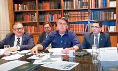Live de Bolsonaro removida do Youtube: presidente usa redes para antecipar atos de governo Foto: Reprodução