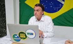 O presidente Jair Bolsonaro, durante entrevista Foto: Reprodução/Facebook