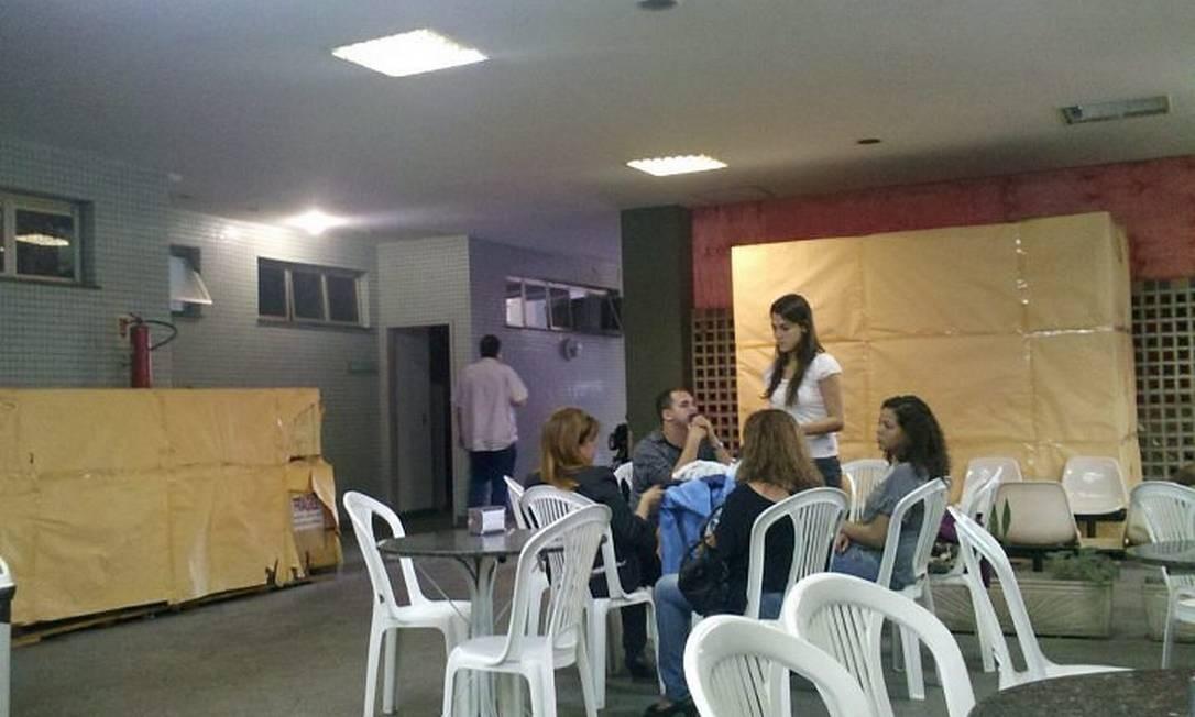 O tomógrafo do Hospital Salgado Filho está empacotado próximo à cantina, na entrada da unidade - Pedro Kirilos O Globo