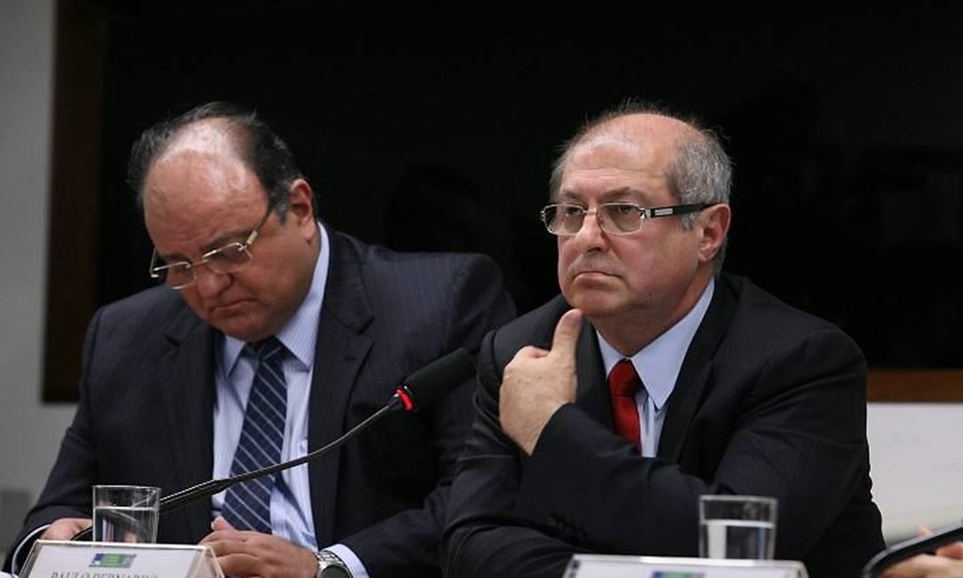 O ministro das Comunicações, Paulo Bernardo, ao lado do líder do governo na Câmara, Cândido Vaccarezza - Foto de Aílton de Freitas